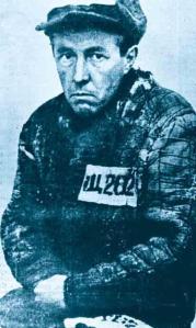 Αλεξάντερ Σολζενίτσιν φωτογραφημένος στο στρατόπεδο συγκέντρωσης και καταναγκαστικής εργασίας του γκουλάγκ στον Αρκτικό Κύκλο, την περίοδο 1945 - 1953.